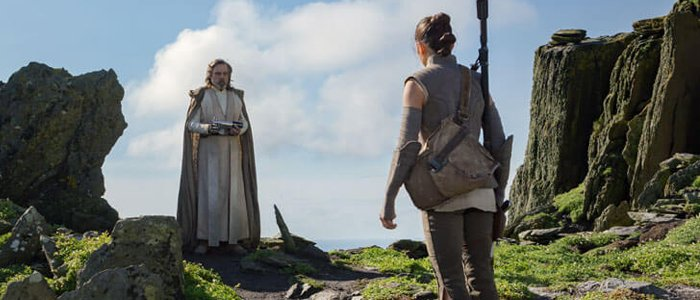 Star Wars Bits: The Last Jedi Debate Hits SDCC, The Internet Reacts to Leia in Episode IX, and The Star Wars Show Hits 100 – /Film