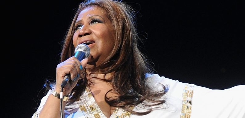 Fans Gather to Pay Respects to Aretha Franklin in Open Casket Public Viewing (Photos)