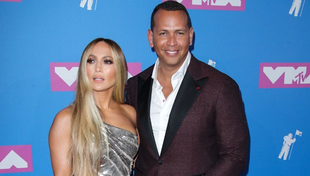 Jennifer Lopez & Alex Rodriguez Bring The Heat To 2018 VMAs Before Vanguard Performance