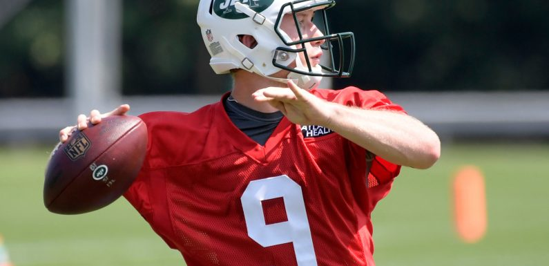 Jets quarterback hopeful could be on Wall Street right now