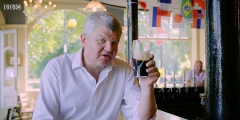 """Viewers praise Adrian Chiles' """"eye-opening"""" alcohol documentary Drinkers Like Me"""