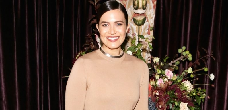 Mandy Moore And Her This Is Us Costume Designer On What S Ahead In Season 3 Wsbuzz Com