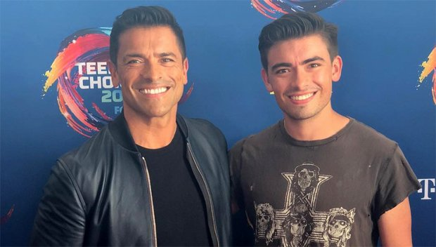 Mark Consuelos & Son Michael Look Like Total Twins At The Teen Choice Awards — See Wild Pic