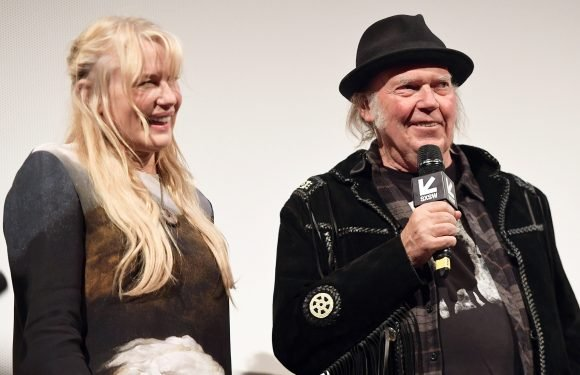 Inside Daryl Hannah and Neil Young's 'Intimate' Wedding Ceremony on Yacht