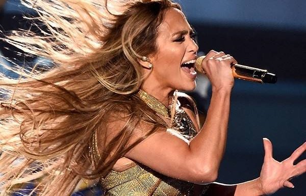 Jennifer Lopez Electrifies 2018 VMAs With Greatest Hits Medley