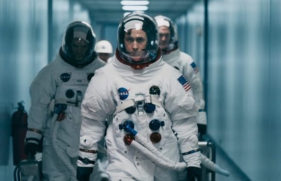 Ryan Gosling defends American flag's absence from 'First Man'