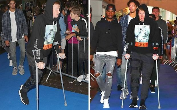 Kevin De Bruyne attends Manchester City documentary All or Nothing premiere on crutches