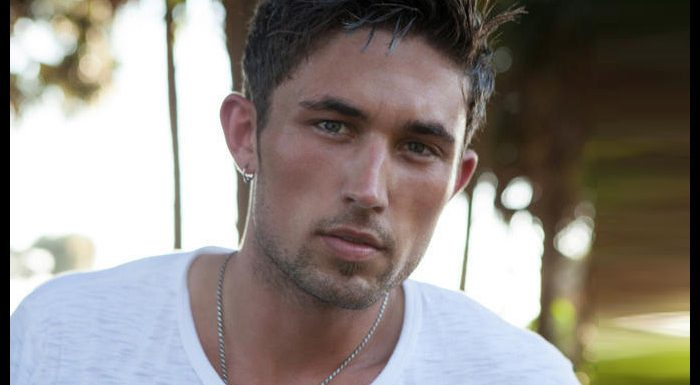 Michael Ray Duets With Carly Pearce At The Opry