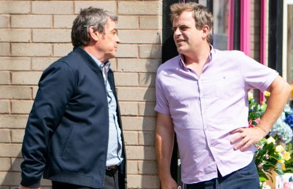 Coronation Street's Johnny Connor gets a worrying warning from Steve McDonald
