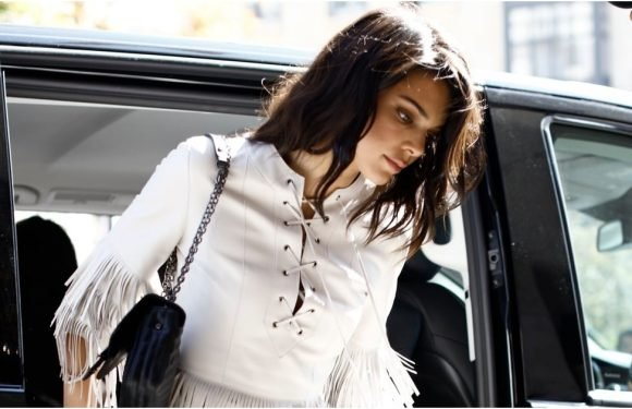 Kendall Jenner Loves Her Gladiator Sandals So Much, She Bought Them in 2 Different Colors