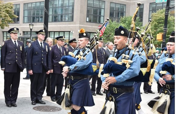 Hundreds of bagpipers honor fallen 9/11 heroes