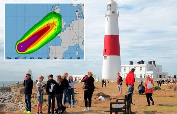 UK weather: Storm Helene warnings get WORSE as Met Office says 70mph gales could spark blackouts and travel chaos across much of England