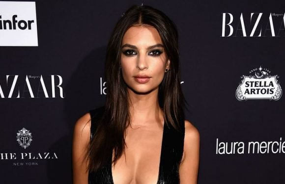 Emily Ratajkowski Flaunts Her Incredible Figure In Sexy Black-And-White Snap