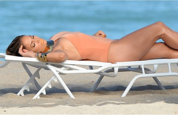 Sit Back, Relax, and Enjoy These 10 Pictures of Jennifer Lopez Wearing a Swimsuit