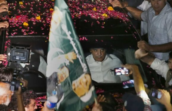 Ousted Pakistan PM Sharif freed from jail