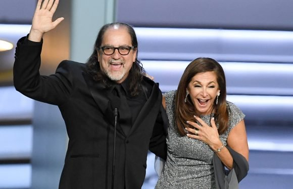 Emmy Award Winner Glenn Weiss Proposes to Girlfriend Onstage