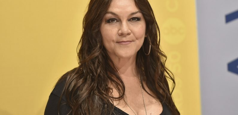 Airport fracas charge against singer Gretchen Wilson dropped