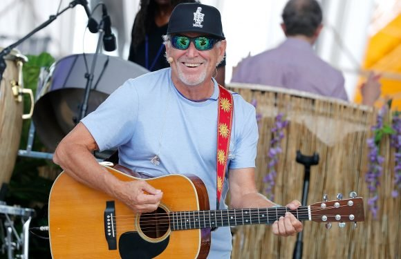Jimmy Buffett surprises Surf Lodge guests with performance