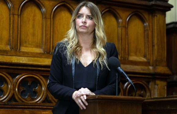 "Emmerdale's Emma Atkins called ""a marvel"" by fans as Charity Dingle faces DI Bails in court"