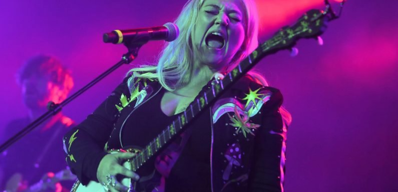 Hear Elle King Confront 'Naturally Pretty Girls' in Grungy New Song