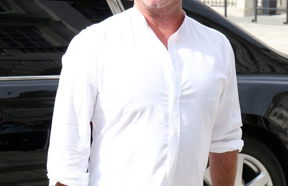 Simon Cowell 'threatens' to fire staff who get too close to contestants on this year's X Factor – CelebsNow