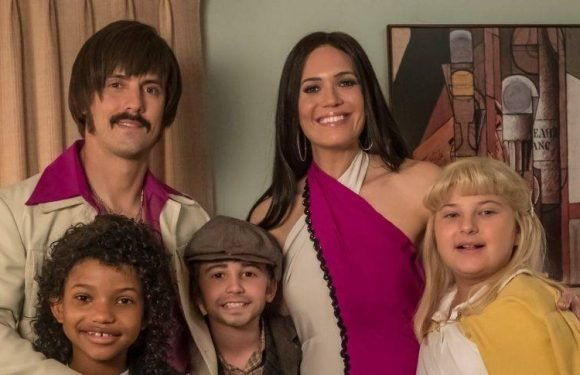 The Pearsons Get Serious in 'This Is Us' Season 3 Family Portraits