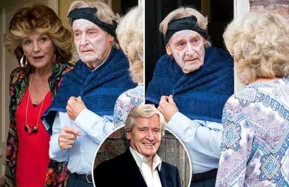 Coronation Street's Ken Barlow looks a fright after terrible crop from hairdresser Audrey Roberts