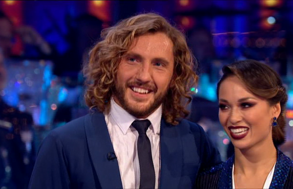 Strictly Come Dancing fans are furious with 'rude' Shirley Ballas for telling off Sean Walsh for his hairstyle