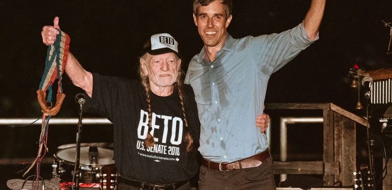 fa4701a5 Willie Nelson Rallies for Beto O'Rourke With Outlaw Classics, New Political  Anthem