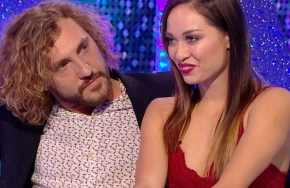 Strictly Seann Walsh and Katya Jones are all smiles as they eat pizza together