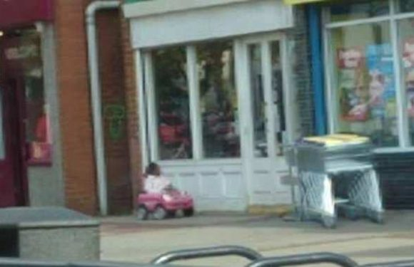 Photo of toddler 'left on her own' outside charity shop sparks fury