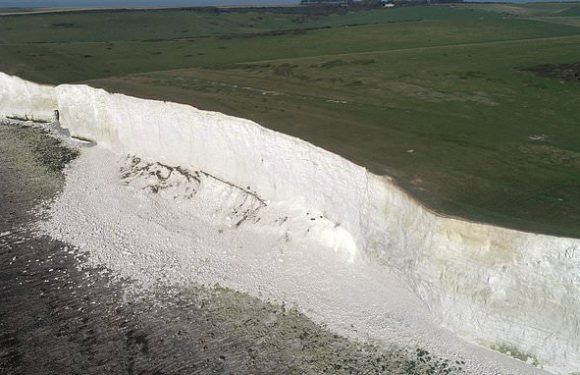 Thousands of tons of chalk collapse from Seven sisters cliffs