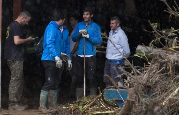 Nadal helps clean up after deadly Majorca flood