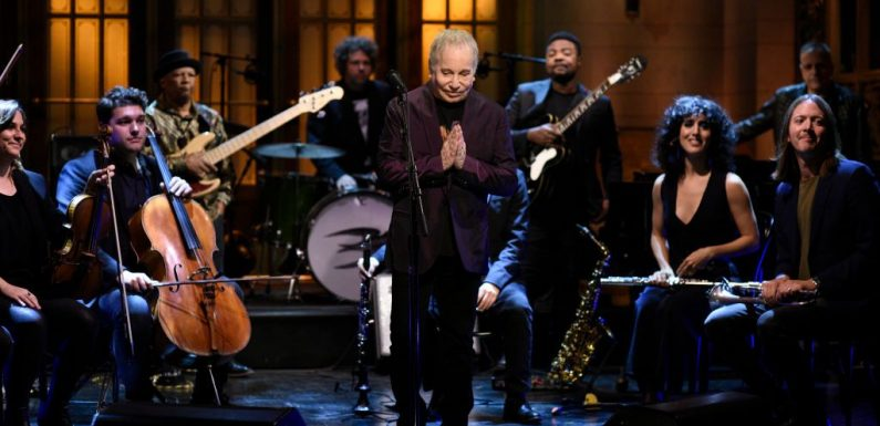 Paul Simon Performs 'Can't Run But,' 'Bridge Over Troubled Water' for 'SNL' Send-Off