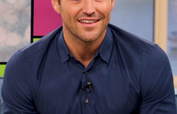 Mark Wright flies to South Africa to host new series of The Bachelor