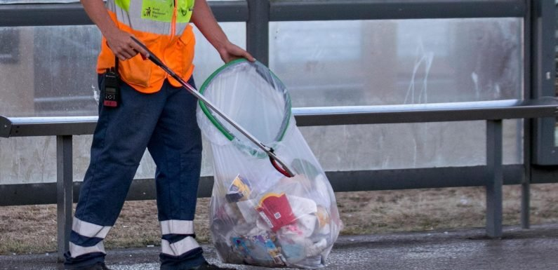 University bans litter pickers after snowflake students because they're too stressful
