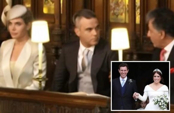 Royal Wedding – Robbie Williams flouts rules by chewing gum at St George's Chapel