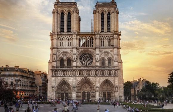 Paris considers banning cars around Louvre and Notre Dame