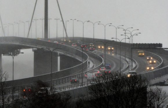 Five-car crash sparks 15 car pile-up in major smash on M8 near Glasgow