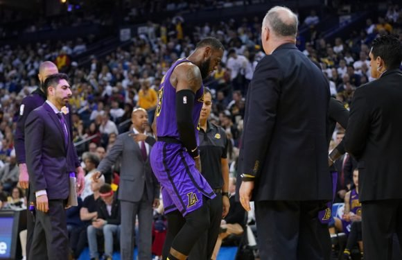 LeBron James Leaves Lakers' Blowout of the Warriors With an Injury