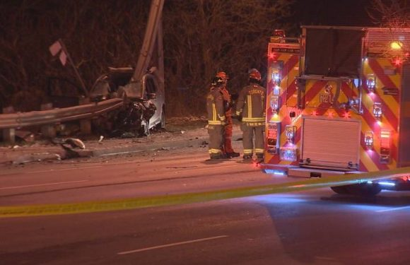 Man found with gunshot wound in vehicle that crashed into pole in Scarborough: police