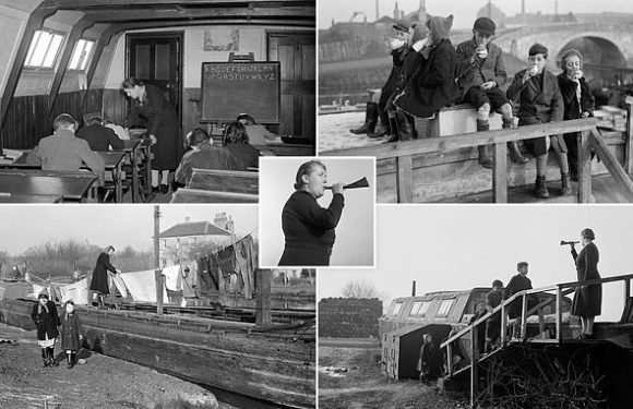 Pictures from 1940s show how children who lived on barges went school