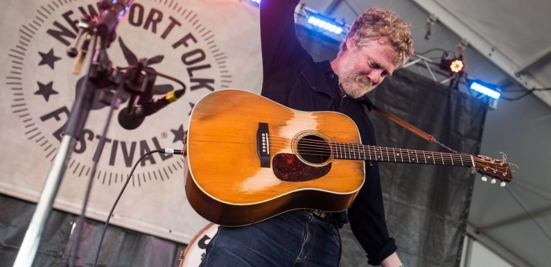 Glen Hansard Previews New LP 'This Wild Willing' With Hushed 'I'll Be You, Be Me'