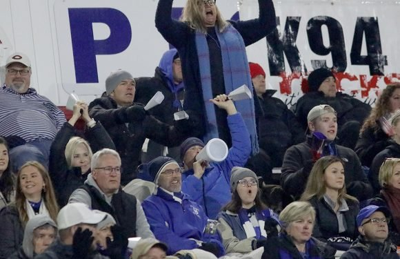 Opinion: Dear Mom and Dad, cool it at high school sporting events