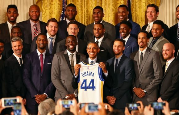 With no White House invitation, NBA champion Warriors meet with Barack Obama instead