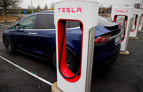 Tesla to buy battery tech maker Maxwell Technologies for $218 mln