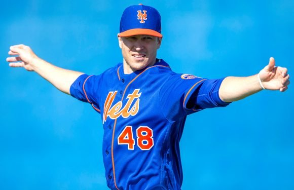 Jacob deGrom's agent arrives at Mets camp amid contract drama