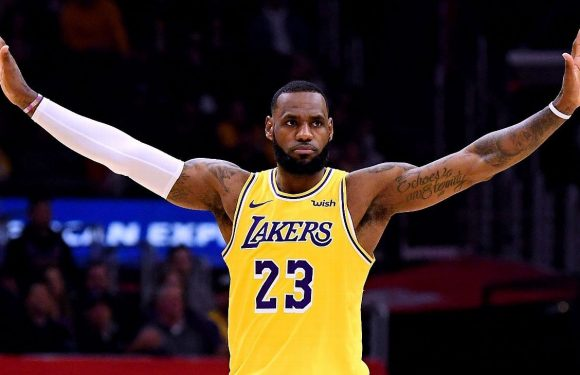 Lakers no longer favored to make playoffs at SuperBook