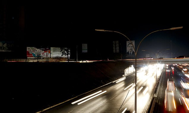 Venezuela´s Maduro announces power rationing amid outages