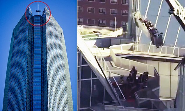 Window washers stranded in swinging lift at top of Oklahoma tower